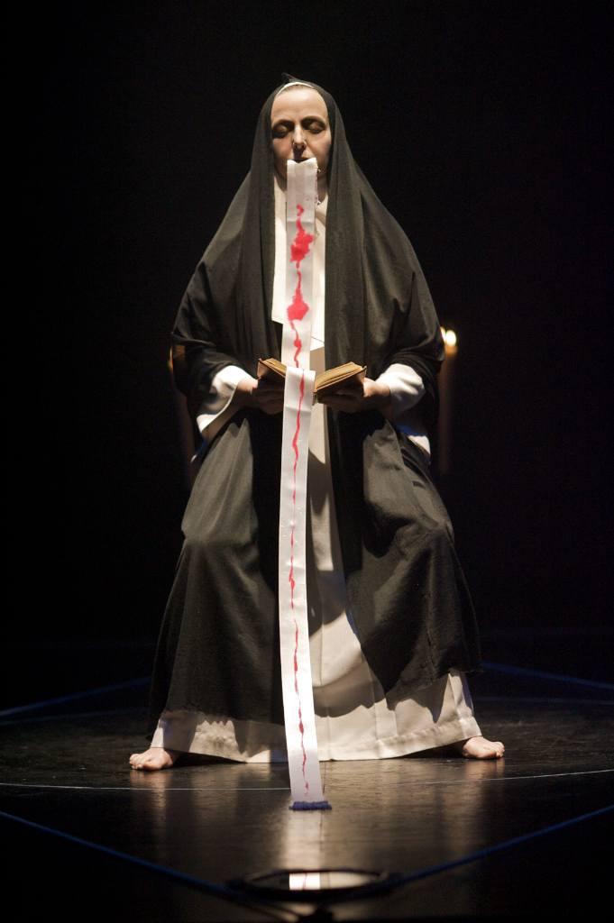 Sor Juana lee sus pecados